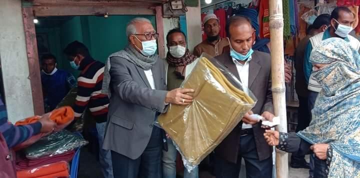 রামপালে খুলনা সিটি মেয়র তালুকদার আব্দুল খালেকের কম্বল বিতরণ