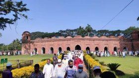 স্বাস্থ্যবিধি মেনে বিশ্ব ঐতিহ্য বাগেরহাটের ষাটগম্বুজ মসজিদে ঈদের জামাত অনুষ্ঠিত