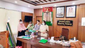 চিরিরবন্দরে কিশোর কিশোরী ক্লাবে জেন্ডার প্রোমোটদের মাঝে খেলার সামগ্রী বিতরণ
