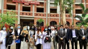 আদালত ভবন পরিদর্শনে চিটাগং ইন্ডিপেন্ডেন্ট ইউনির্ভাসিটির স্কুল অব ল'র শিক্ষার্থীরা