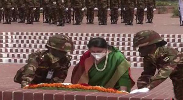 জাতীয় স্মৃতিসৌধে শহীদদের প্রতি শ্রদ্ধা নিবেদন করেছেন নেপালের রাষ্ট্রপতি