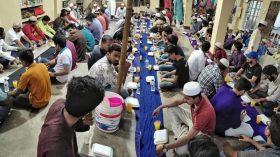 মাদ্রাসা ছাত্রদের জন্য ইফতার আয়োজন করেছে কুমিল্লা বিশ্ববিদ্যালয় ছাত্রলীগ